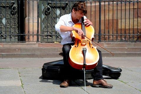 geld verdienen op straat als muzikant
