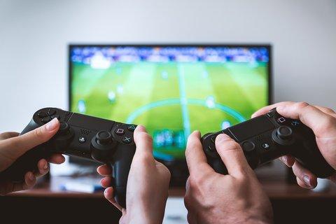 gamen achter de tv