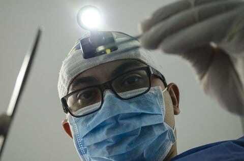 Goed betaalde baan: kaakchirurg
